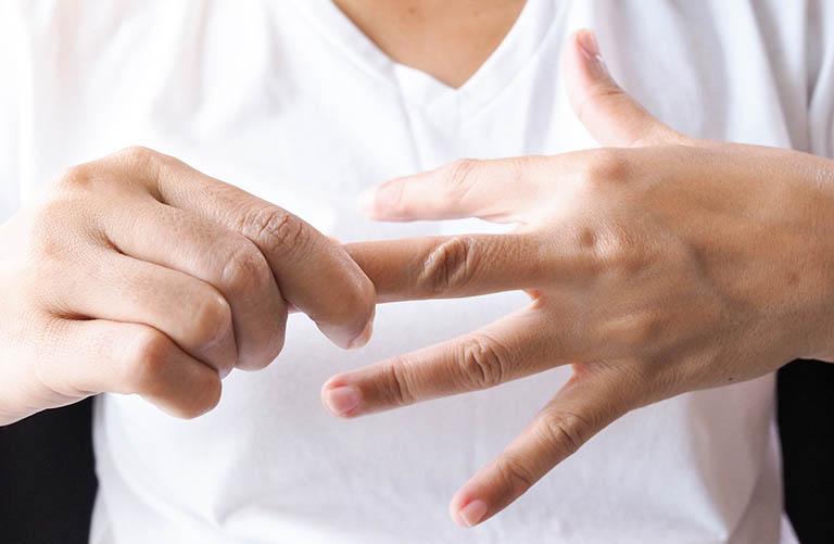 Hiện tượng tê đầu ngón tay là bệnh gì, cách khắc phục?