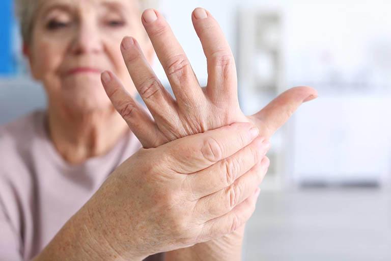 Nhóm người dễ mắc bệnh thoái hóa khớp ngón tay