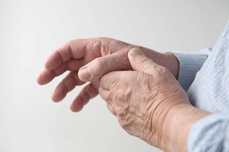 Triệu chứng của bệnh thoái hóa khớp ngón tay