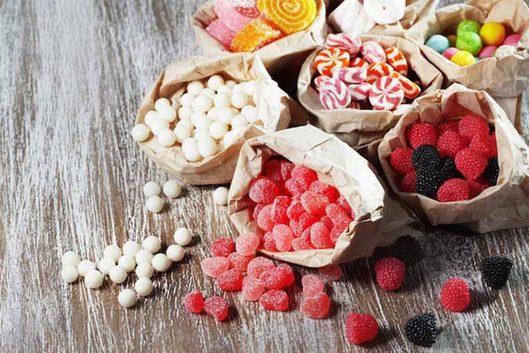 Thực phẩm chứa nhiều đường có tác động xấu đến xương khớp bạn nên hạn chế sử dụng