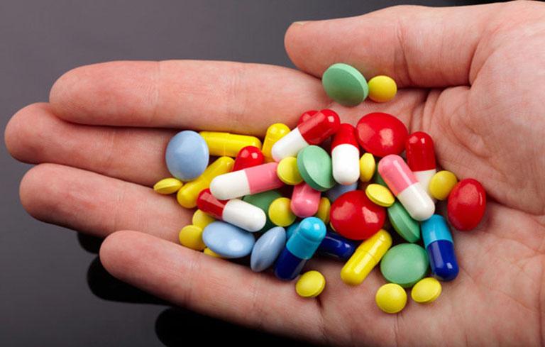 Điều trị bằng thuốc Tây là biện pháp phổ biến nhất hiện nay nhưng cũng tồn tại nhiều mặt hạn chế