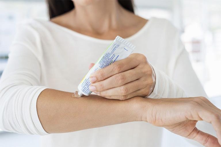 Các loại thuốc trị viêm nang lông được bác sĩ da liễu khuyên dùng