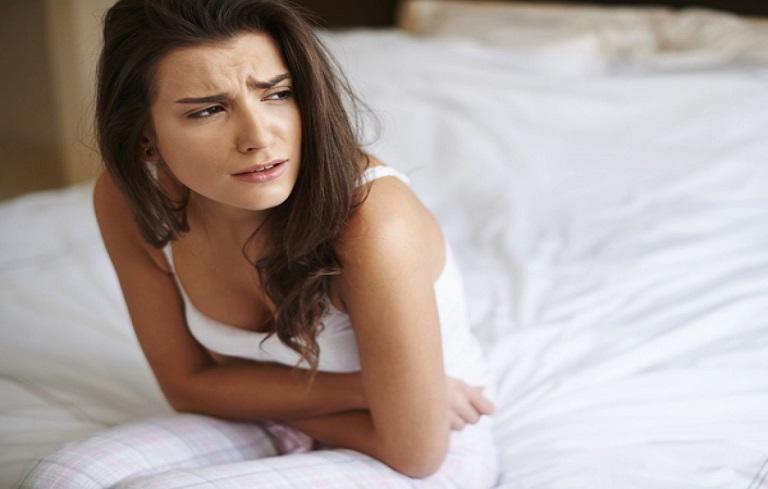 Đau bụng kinh đa phần là do sự co bóp ở tử cung gây ra, khiến chị em khổ sở mỗi khi đến tháng