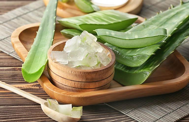 Thành phần hoạt chất bên trong nha đam giúp làm dịu da và phục hồi vết thương nhanh chóng
