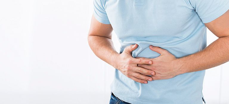 Một trong những triệu chứng polyp đại tràng là đau bụng