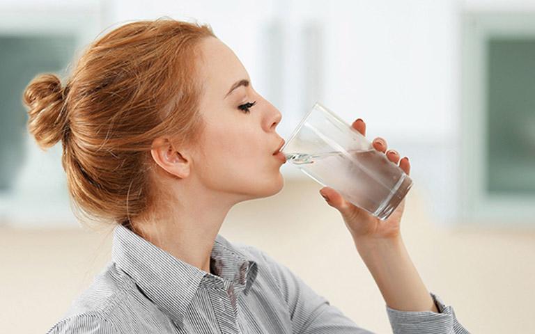 Uống nhiều nước giúp quá trình giảm cân diễn ra tốt hơn