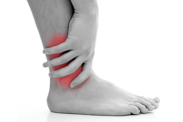 Triệu chứng của bệnh viêm đau khớp mắt cá chân