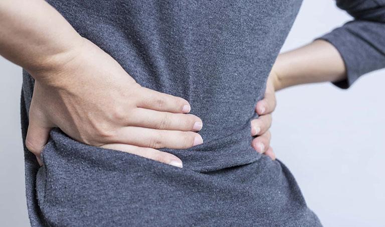 Viêm khớp cùng chậu gây đau nhức vùng thắt lưng khiến người bệnh cảm thấy khó chịu