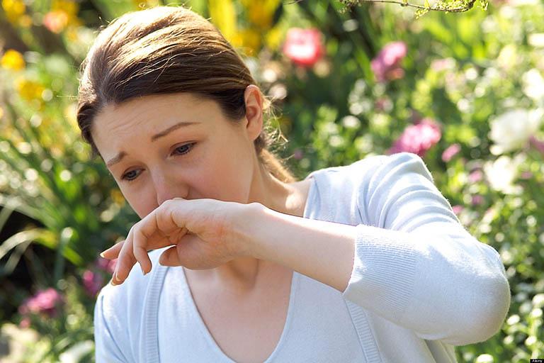Người bệnh viêm mũi dị ứng theo mùa, quanh năm