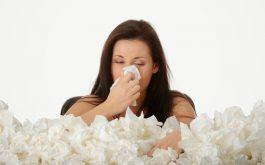 Chảy dịch mũi là dấu hiệu thường gặp khi bị viêm xoang