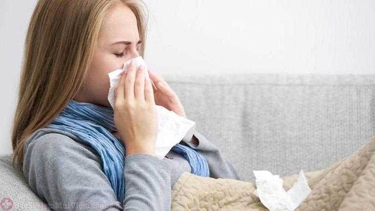 Viêm mũi xuất tiết là bệnh lý thường xảy ra ở những người có sức đề kháng kém