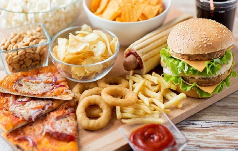 """Đồ ăn nhanh, thức ăn nhiều dầu mỡ đều là """"khắc tinh"""" của bệnh viêm phế quản"""