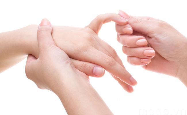 Xoa bóp ngón tay mỗi ngày giúp phòng ngừa bệnh viêm khớp ngón tay