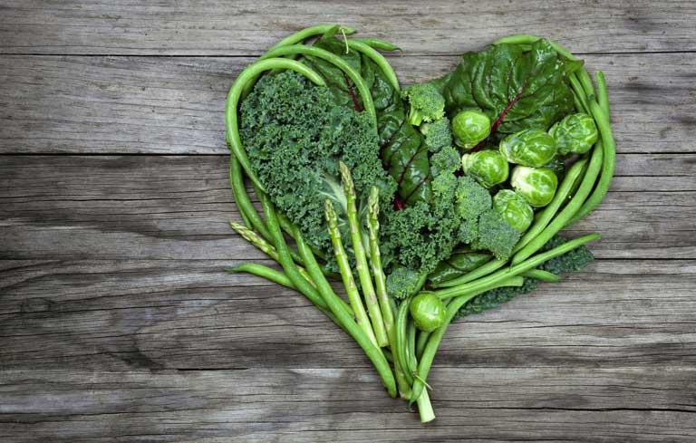 Ăn nhiều rau xanh cũng hỗ trợ điều hòa kinh nguyệt cho chị em