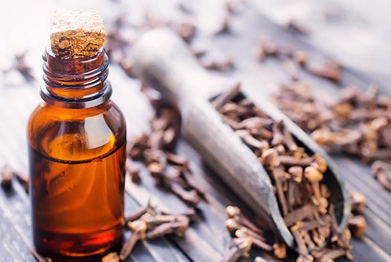 Sử dụng tinh dầu đinh hương để giảm đau