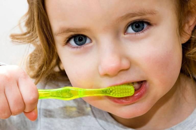 Cần xây dựng cho trẻ thói quen chăm sóc răng miệng để phòng ngừa các bệnh lý nha khoa