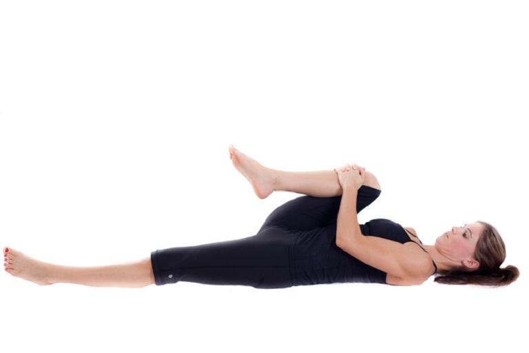 Tư thế yoga co gối chữa đau dạ dày