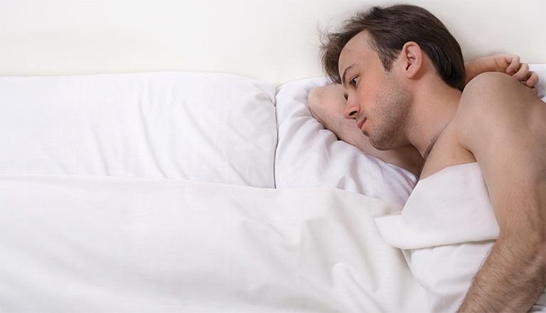 Bao quy đầu dài có gây ra tình trạng xuất tinh sớm? Nếu có, nam giới cần làm gì để khắc phục tình trạng này?