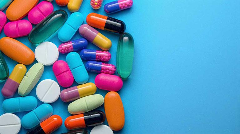 Dùng thuốc Tây y trị bệnh viêm nha chu theo chỉ định và nguyên tắc sử dụng thuốc của nha sĩ hoặc dược sĩ chuyên khoa