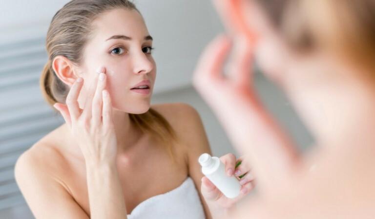 các bước chăm sóc da dầu mụn hàng ngày