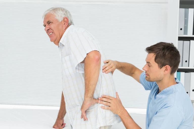 vị trí đau lưng giữa