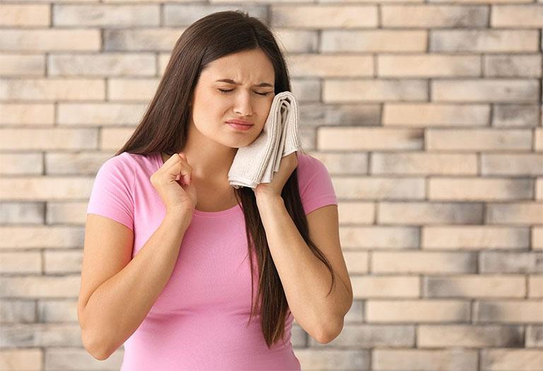 Bà bầu là một trong những đối tượng dễ mắc phải bệnh viêm lợi, đặc biệt là trong khoảng thời gian từ tháng thứ 2 đến tháng thứ 8 của thai kỳ