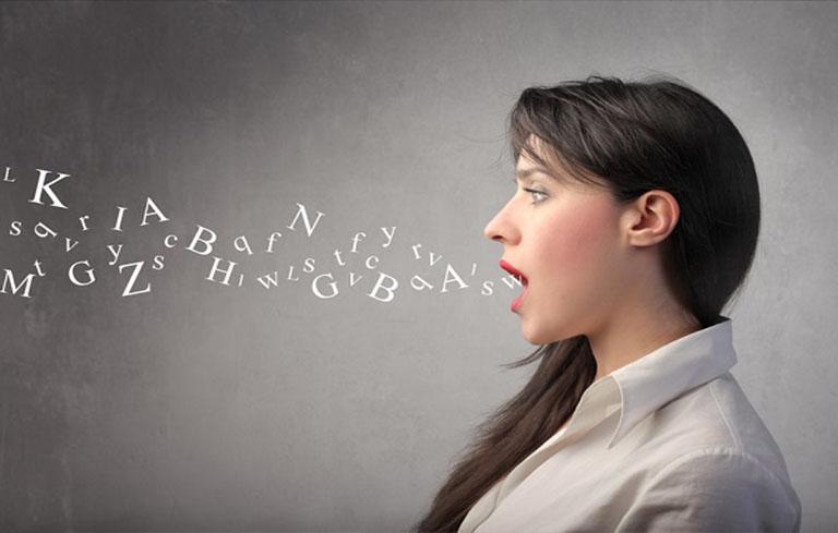 Người bệnh viêm phế quản có thể chữa khàn tiếng bằng cách luyện giọng mỗi ngày