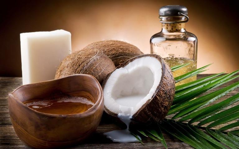 trị nám tàn nhang lâu năm bằng dầu dừa