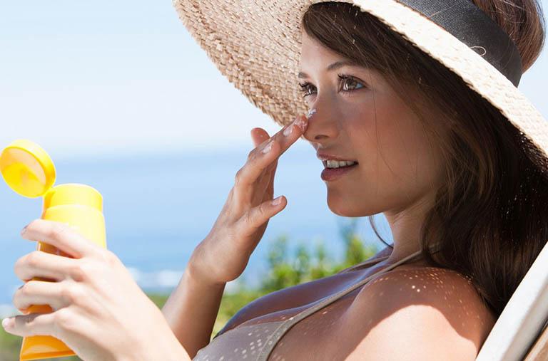 Chống nắng đầy đủ giúp bảo vệ da, giảm mụn, chống thâm, sạm và nám da