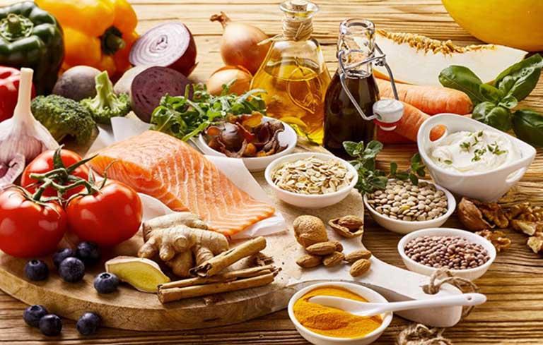 Người bị viêm thanh quản cần có chế độ dinh dưỡng hợp lý