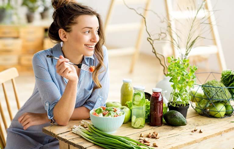Giữ cho mình một lối sống lành mạnh, chế độ ăn uống, nghỉ ngơi hợp lý sẽ giúp bạn tránh được nỗi lo trễ kinh không phải do mang thai