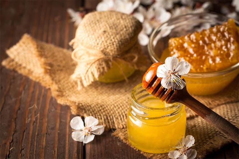 Không sử dụng mật ong để trị nhiệt miệng cho trẻ sơ sinh và trẻ nhỏ dưới 12 tháng tuổi