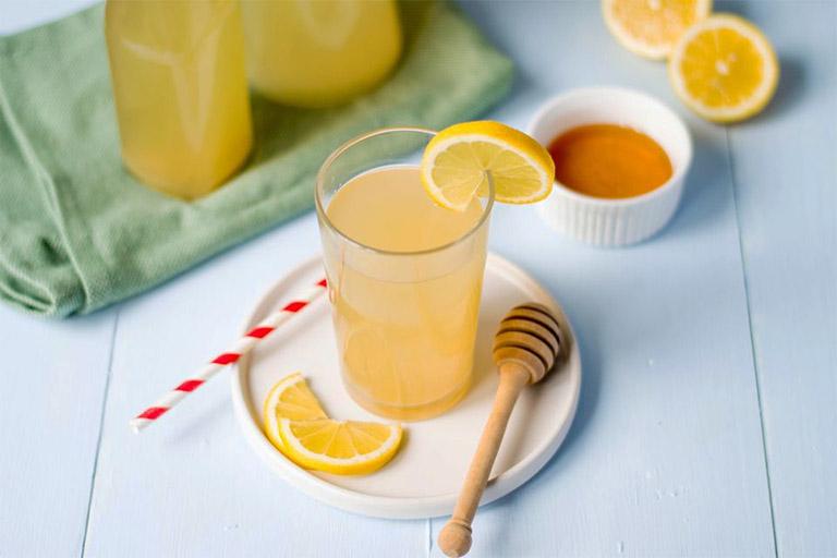 Ngoài công dụng đẩy lùi bệnh nhiệt miệng, nước ép trái cây mật ong còn có tác dụng tăng cường sức khỏe và hệ miễn dịch