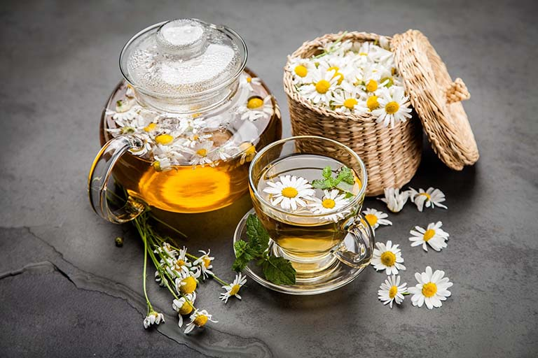 Cách chữa viêm chân răng có mủ bằng hoa cúc