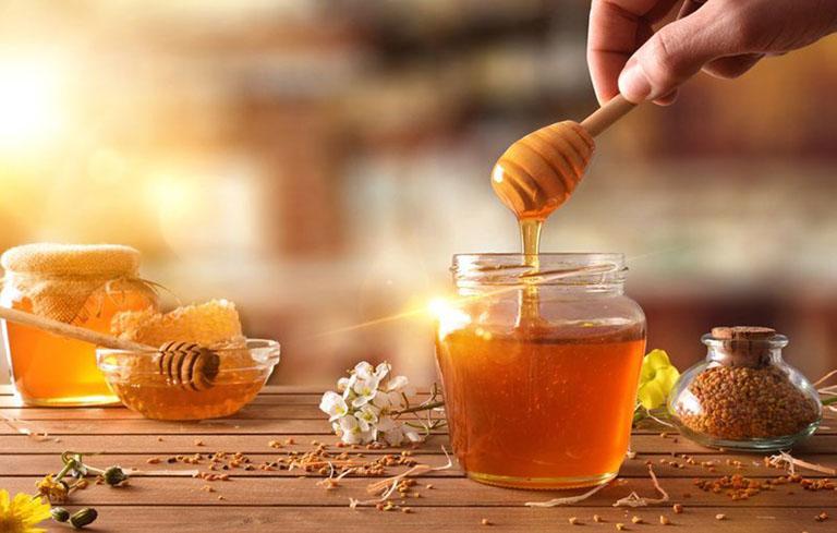 Mật ong chứa nhiều dưỡng chất giúp nhanh chóng hồi phục thanh quản bị viêm