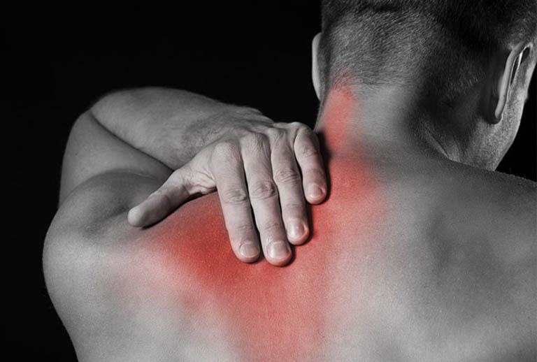 Đau dưới xương bả vai bên trái sau lưng - Nguyên nhân & cách chữa
