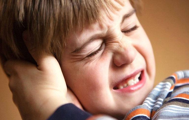 Trẻ thường khó miêu tả về triệu chứng của bệnh nên cha mẹ cần thường xuyên theo dõi tình trạng sức khỏe của trẻ
