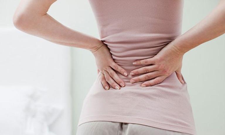 Đau lưng khi có kinh là tình trạng xảy ra khá phổ biến ở các chị em