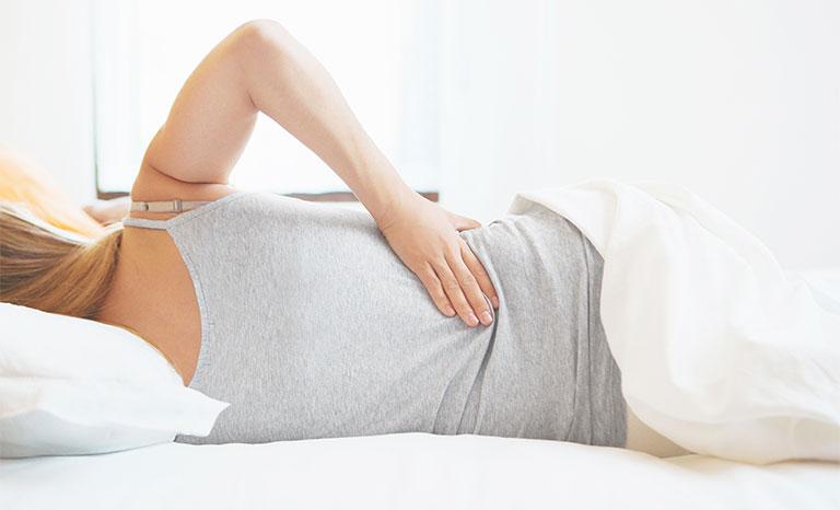 đau lưng khi nằm nghiêng