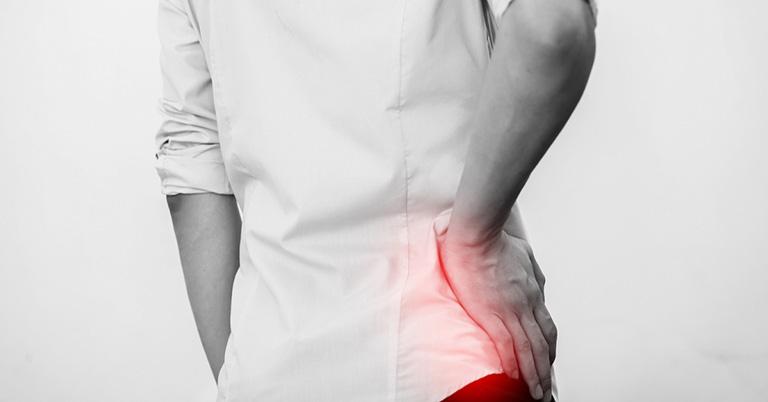 đau lưng khi nằm là bệnh gì