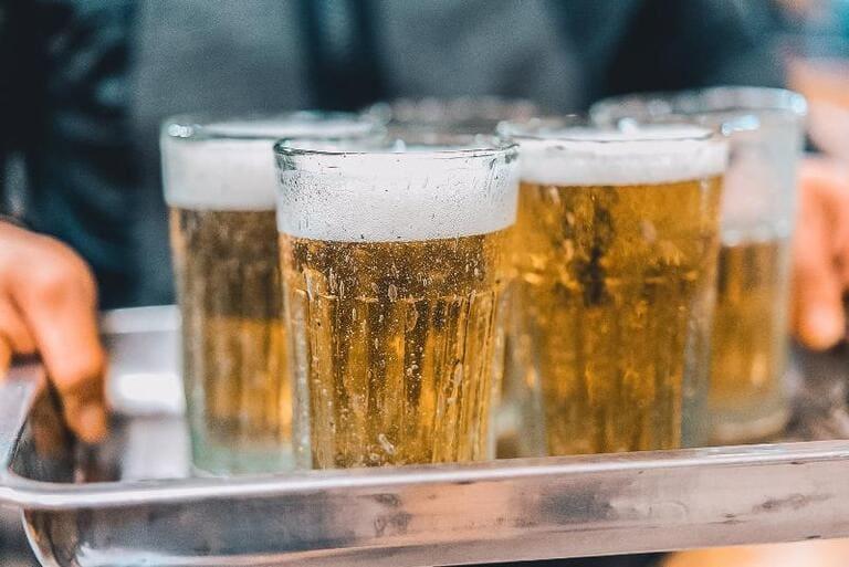 Đau nhức xương khớp sau khi uống rượu bia