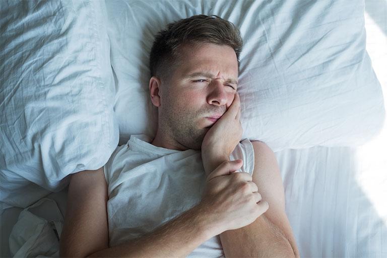 Đau răng khôn vào lúc mỗi đêm luôn là nỗi ám ảnh không chỉ riêng bạn mà còn là các đối tượng đang trong thời kỳ mọc răng khôn