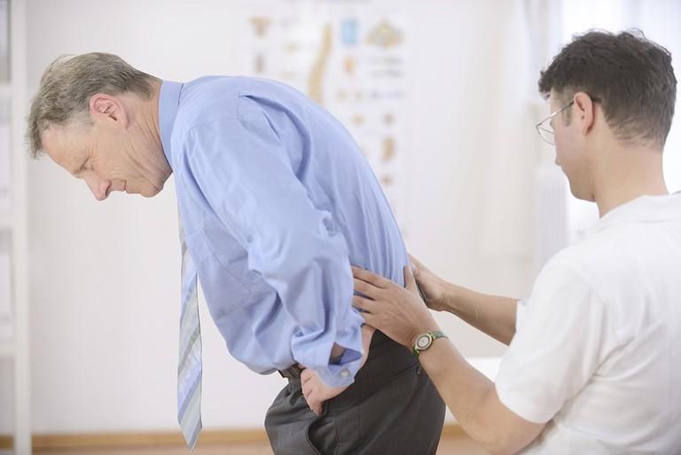 chữa đau thắt lưng trái ở nam giới