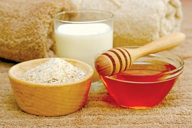 Dùng mặt nạ từ mật ong, yến mạch và sữa chua giúp da phụ nữ đang mang thai trắng sáng và hạn chế mụn.