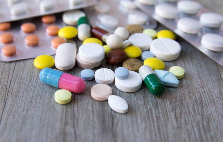 Corticoid và kháng sinh là 2 loại thuốc được dùng phổ biến trong điều trị viêm thanh quản
