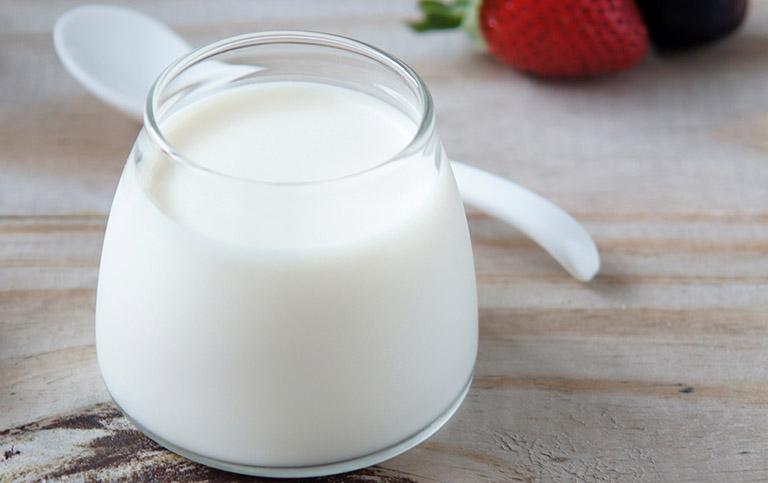 Dưỡng ẩm bằng sữa chua sẽ có tác dụng rất tốt đối với làn da khô