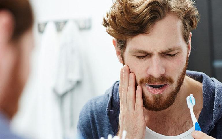 Nguyên nhân gây ra hiện tượng chân răng hàm dưới bị ê buốt - Bàn chải đánh răng quá cứng