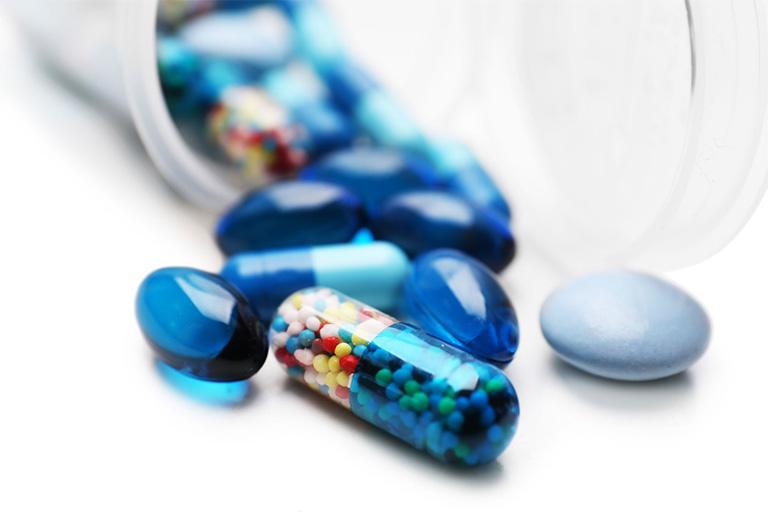 Dùng thuốc kháng sinh trị ê buốt chân răng hàm dưới - Dùng thuốc theo chỉ định của bác sĩ