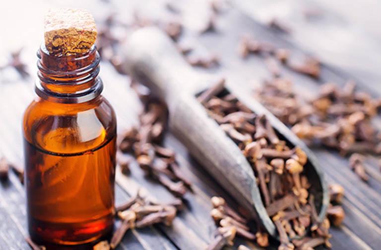 Cách giảm tình trạng ê buốt răng bằng dầu đinh hương