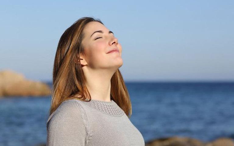 Giảm đau lưng trong thời kỳ hành kinh bằng cách hít thở sâu